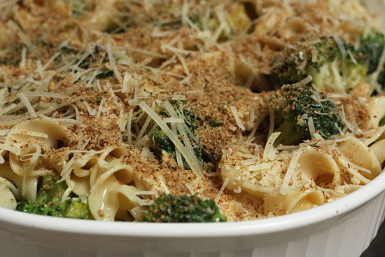 noodle-casserole-with-chicken-ad-broccoli-550x367