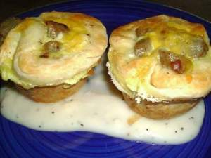 Biscuits and Gravy Breakfast Cups